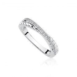 Skrzyżowany pierścionek z cyrkoniami