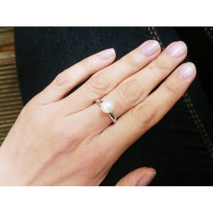 Srebrny pierścionek z białą perłą