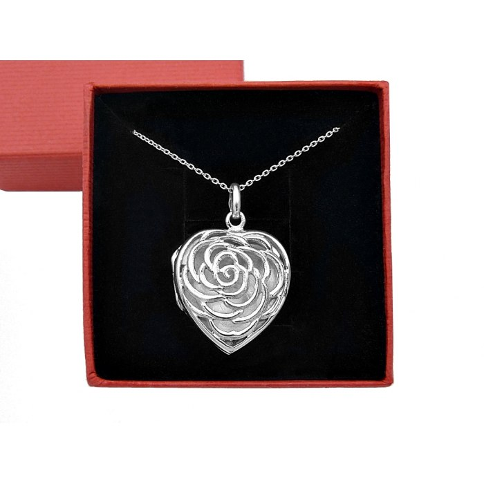 Srebrny naszyjnik puzderko, sekretnik róża + pudełko