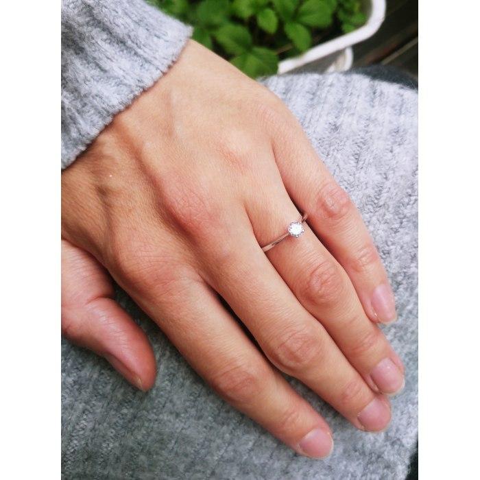 Zaręczynowy pierścionek z cyrkonią