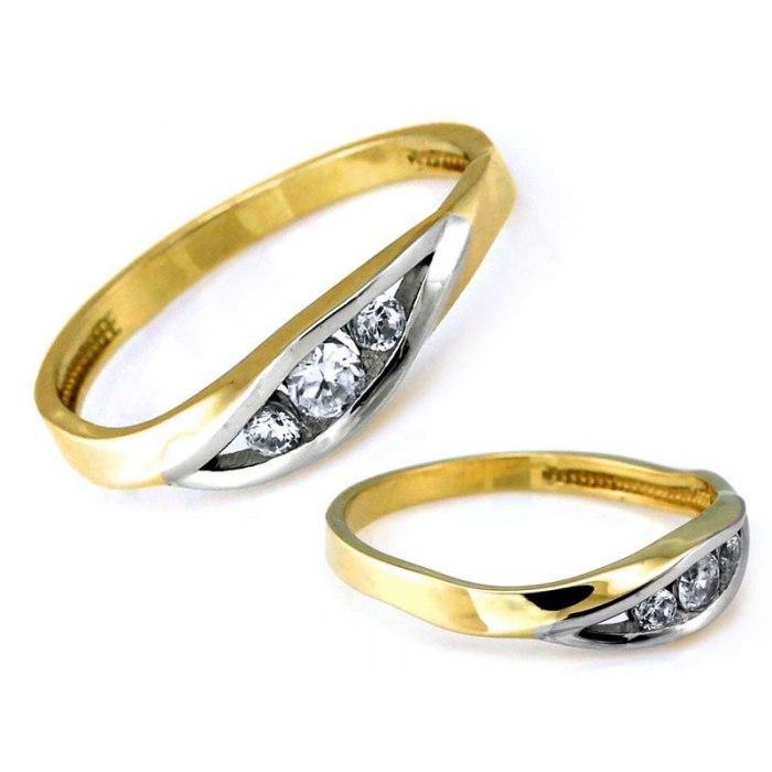 Złoty 333 pierścionek trzy cyrkonie pudełko