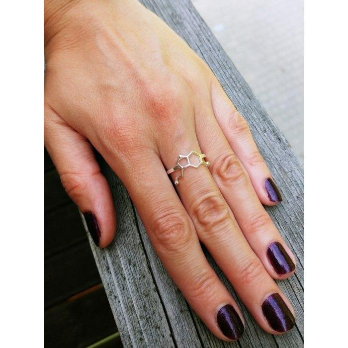 Srebrny pierścionek serotonina