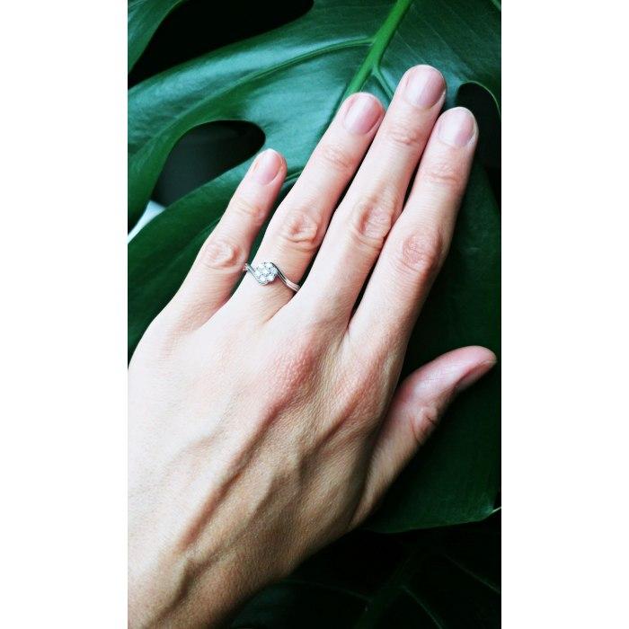 Srebrny zaręczynowy pierścionek kwiatuszek z cyrkoniami